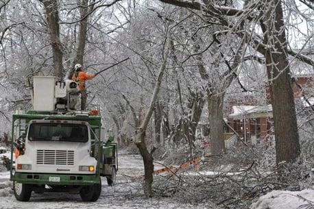 ice-storm-hyrdo-crews-635x423